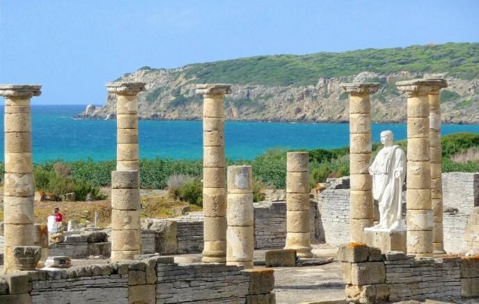 UNIK: Bolonia-stranden er omringet av monumenter, som ruinene fra den romerske byen Baelo Claudia. Foto: cadizturismo.com