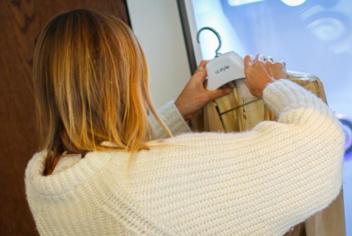DAMPBEHANDLING: LG Styler bruker damp i kombinasjon med vibrasjoner under behandlingen.