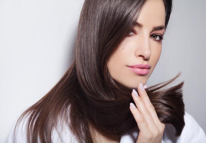 GLATT OG MYKT: Ved keratinbehandling tilføres mer keratin, som vi har naturlig fra før, i håret. FOTO: NTB