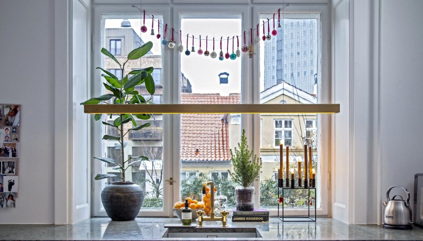 Juleglasskulene stammer fra Nürnberg i Tyskland, der en blomstrende glassindustri fra midten av 1800-tallet skapte super-tynne kuler. FOTO: Iben og Niels Ahlberg