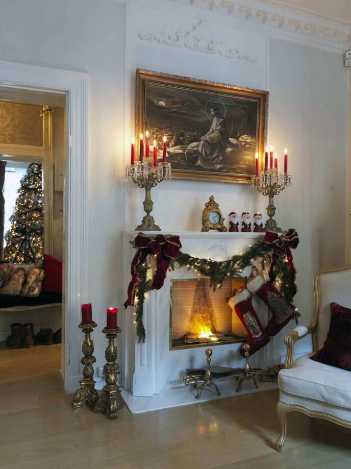 – Maleriet av Jesus er over 200 år gammelt og betyr mye for meg, forteller Sigurd. For han er julens budskap det aller viktigste med høytiden.