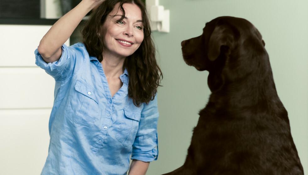 NY VENN: Å miste synet har vært en stor sorgprosess for Silje. Da Juno kom inn i livet hennes forsvant sorgtankene. FOTO: Astrid Waller