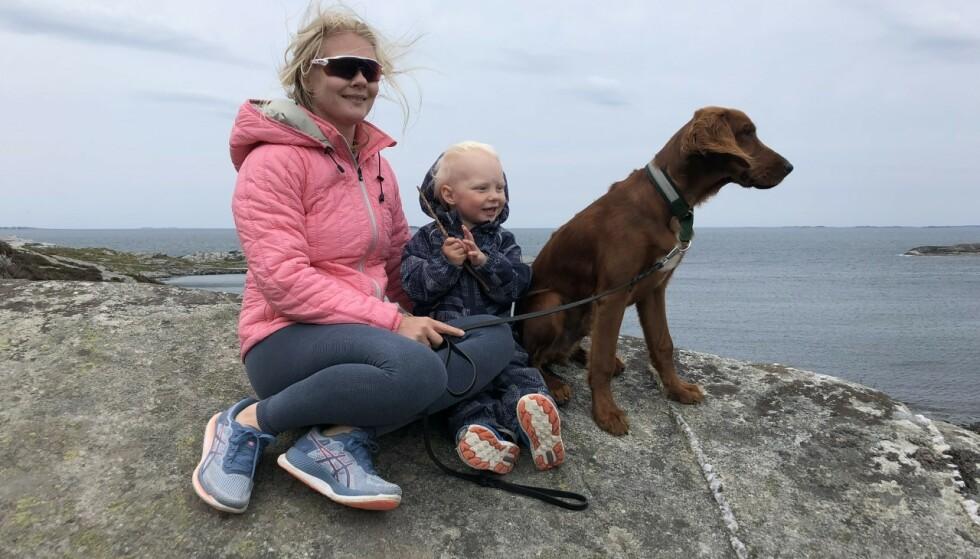 MAMMA MED REVMATISME: Ida har Sjøgrens syndrom, en revmatisk sykdom som blant annet kan føre til lysømfintlighet og behov for å bruke solbriller. FOTO: Privat