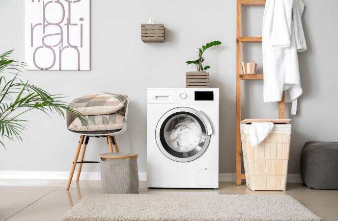 KAN BRUKE MASKIN: Ifølge eksperten er ull- og håndvaskprogrammene på dagens maskiner er like skånsomme, om ikke mer skånsomme, som å håndvaske selv. Foto: NTB