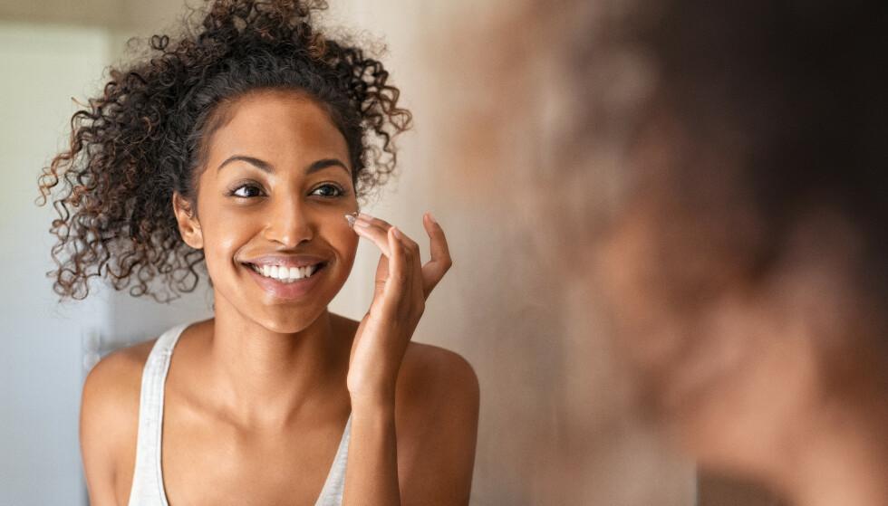 HJELP HUDEN DIN: Om vinteren trenger huden ekstra mye pleie. Derfor har vi hentet inn noen gode tips fra ekspertene. Foto: NTB