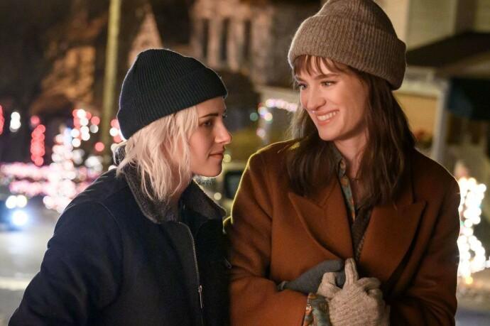 FORVIKLINGER: Ting går mildt sagt ikke på skinner da Abby (t. v) blir med kjæresten Harper hjem til jul. FOTO: NTB