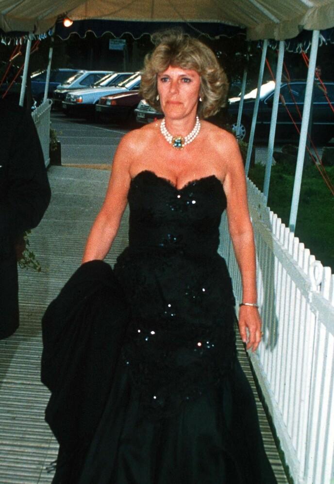 DEN LANGE SORTE: Camilla Parker Bowles bar en sort, utringet kjole allerede under Windsor Horse Show Ball i 1992 - mon tro om prinsesse Diana har latt seg inspirere av denne, da hun gikk for den korte, sorte to år senere? FOTO: NTB
