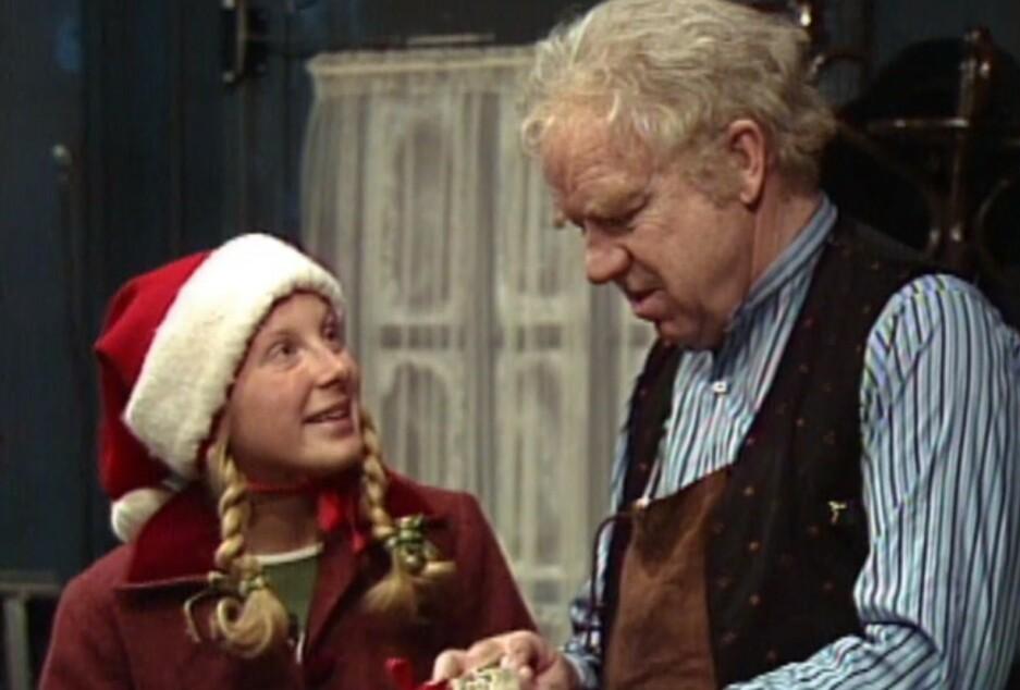 JULEKALENDER: I år er det hele 41 år siden «Jul i Skomakergata» gikk på tv for aller første gang. FOTO: Skjermdump/NRK