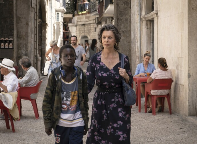 VARMT SKILDRET: Sophia Loren i filmen «Med livet foran seg», regissert av sønnen Edoardo Ponti. Ibrahima Gueye spiller gutten Momo. FOTO: NTB