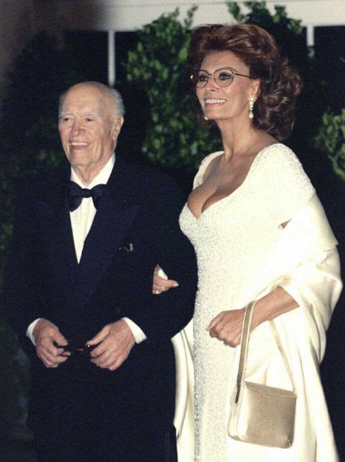 LIVSLANG LYKKE: Sophia Loren og mannen Carlo Ponti ankommer en middag i Det Hvite Hus i 1995. Paret var gift frem til Carlo døde, 94 år gammel FOTO: NTB