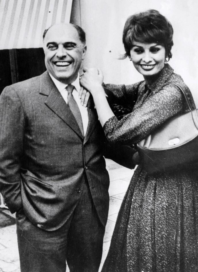 STEJRNEPAR. Sophia Loren og mannen Carlo Ponti fotografert i Paris i 1959. FOTO: NTB