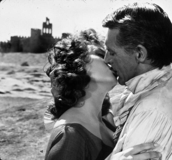 HETE FØLELSER: Sophia Loren og Cary Grant under innspillingen av «The Pride ande the Passion» i 1957. Også privat møttes paret. FOTO: NTB