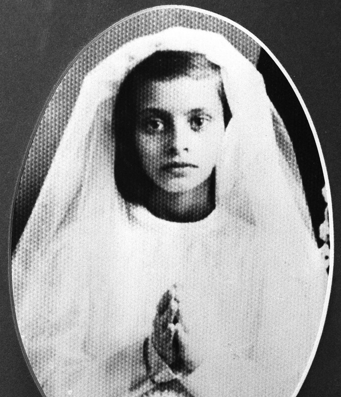 FROMT BARN: Sophia Loren som barn. Lite visste hun at hun siden skulle bli en av verdens mest berømte skuespillere. FOTO: NTB