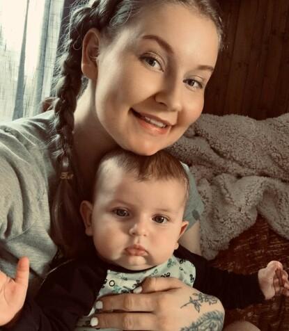 FØDTE HJEMME: Lena hadde allerede før koronapandemien bestemt seg for at hun ville føde hjemme, men beslutningen ble styrket av frykt for å måtte være på sykehuset uten partneren. FOTO: Privat