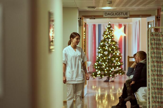 HJEM TIL JUL 2: Finner sykepleier Johanne kjærligheten? FOTO: Netflix