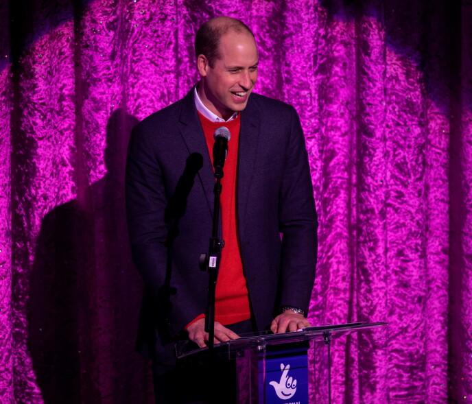 PÅ SCENEN: William holdt en liten tale mens Kate og barna så på. Foto: NTB