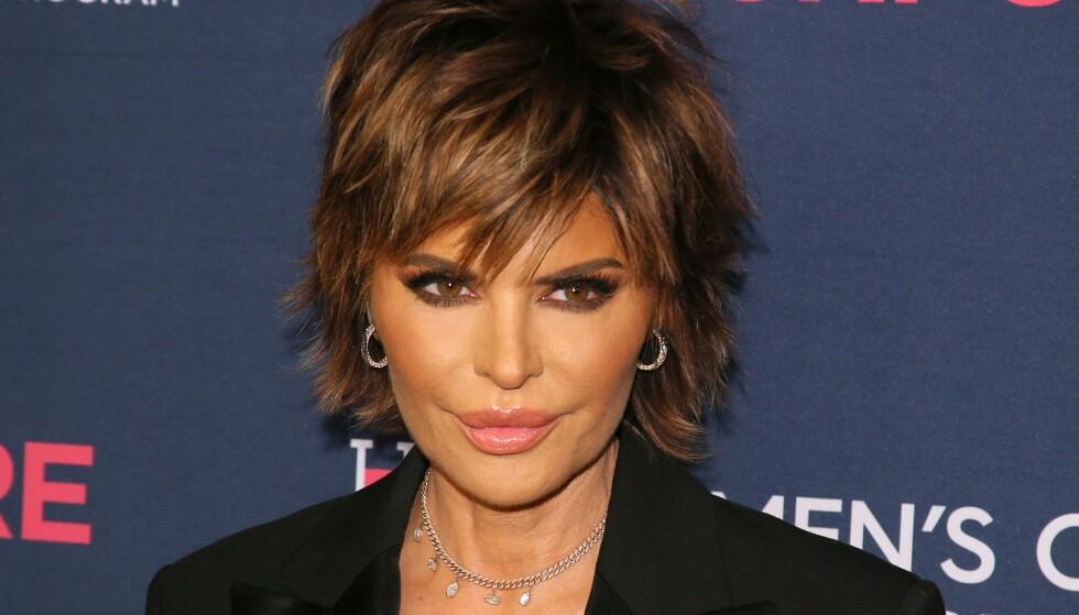 LISA RINNA: Hudpleierutinen til Real Housewives of Beverly Hills-stjernen inneholder mange produkter, men ett av dem skiller seg greit ut. Foto: NTB