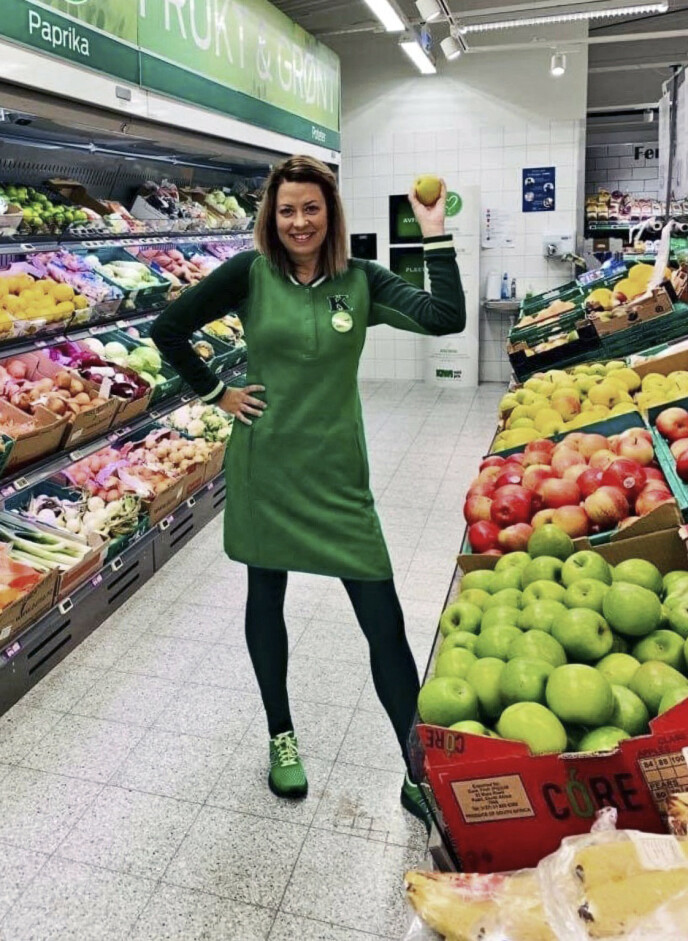 – Før dette har vi ikke akkurat fått høre at vi som jobber i butikk, er så viktige, men det har vi fått bekreftet i år, sier Mette Mari Leseth, som er butikksjef på Kiwi Bjugn. FOTO: Privat