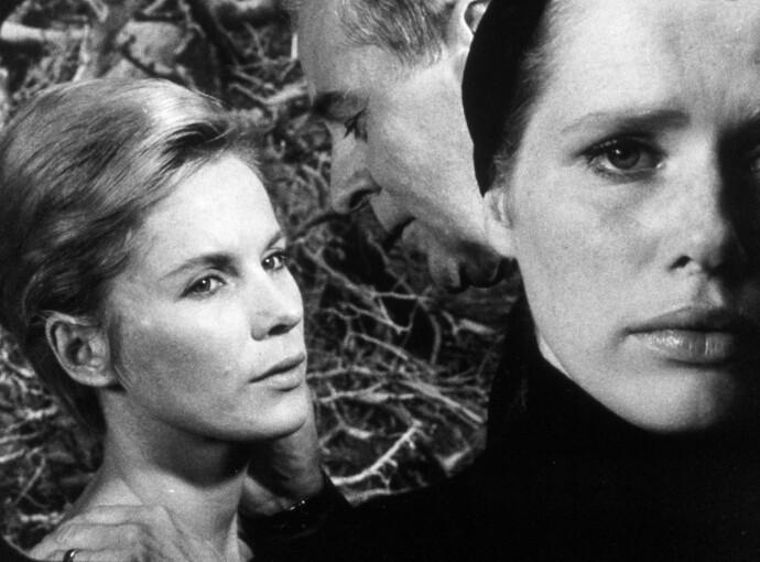 STJERNESPEKKET: Liv Ullmann i Bergmans film «Persona» i 1966, sammen med Bibi Andersson. FOTO: NTB