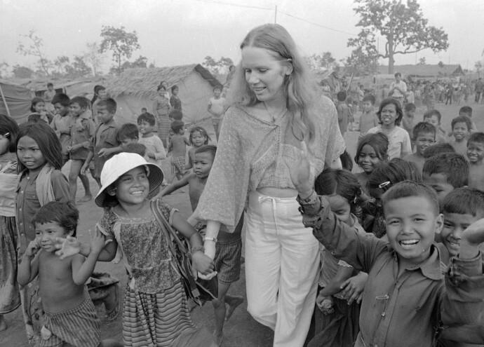 UNICEF: Liv Ullmann da hun besøkte en flyktningleir på grensen mellom Thailand og Kambodsja i 1980. FOTO: Scanpix