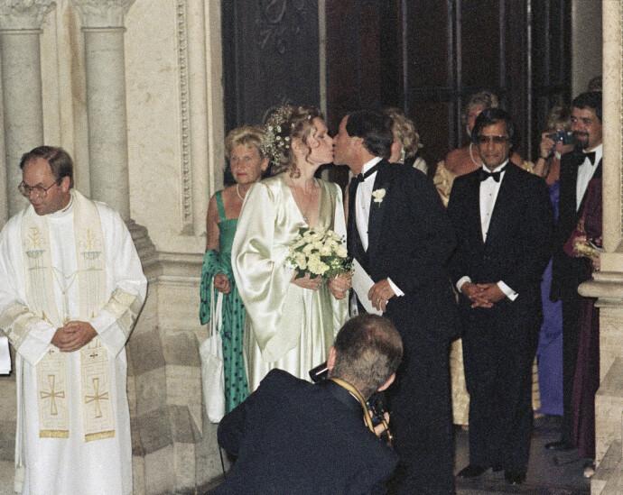 KIRKELIG: Etter den borgerlige vielsen giftet Liv og Donald seg to dager senere i kirken i Roma. FOTO: NTB