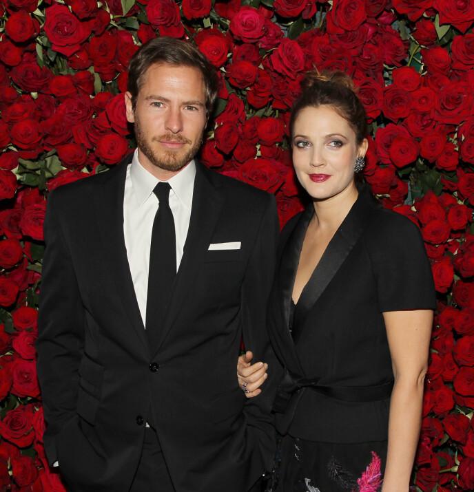 GIFT TRE GANGER: Drew Barrymores siste ekteskap med Will Kopelman (t.v.) tok slutt i 2016. Foto: NTB