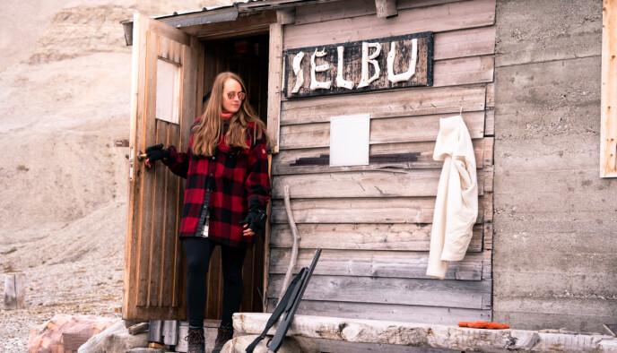 KJENT: Cecilia har blitt kjent på sosiale medier for sine rapporter fra byen i nord. FOTO: Privat