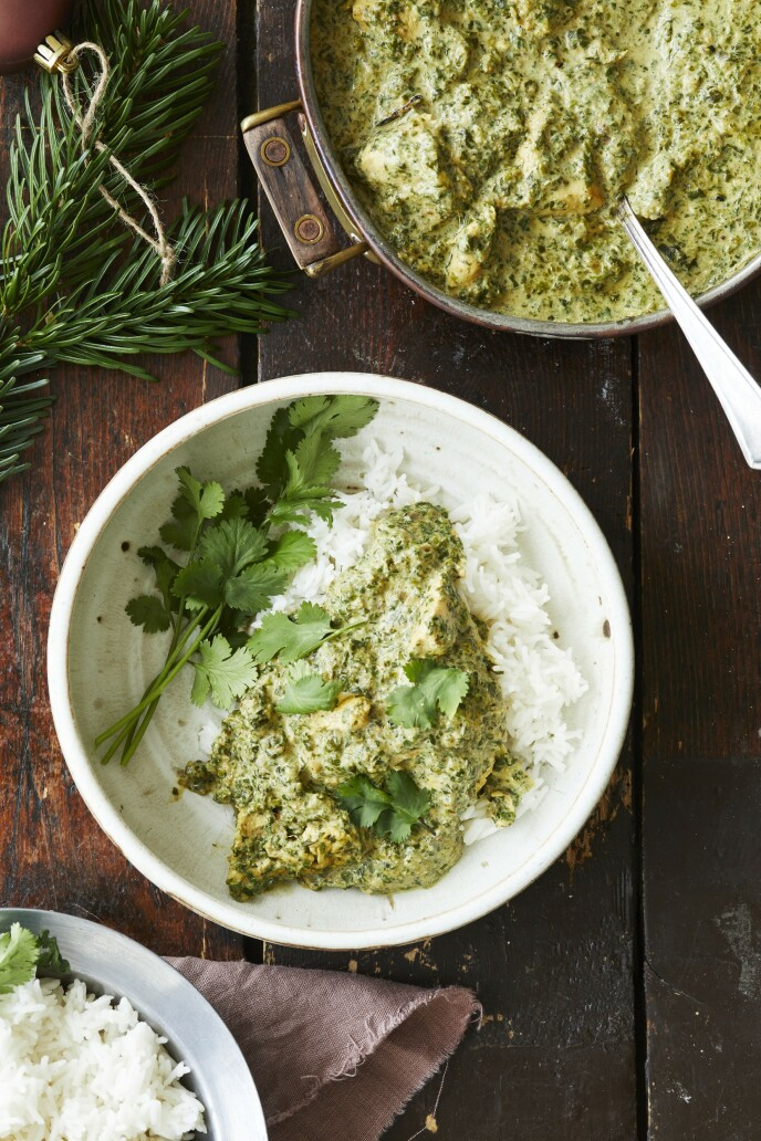 Den grønne indiske curryen kaldes tradisjonelt for «chicken saag». Den er kremet og noe krydret. FOTO: Winnie Methmann