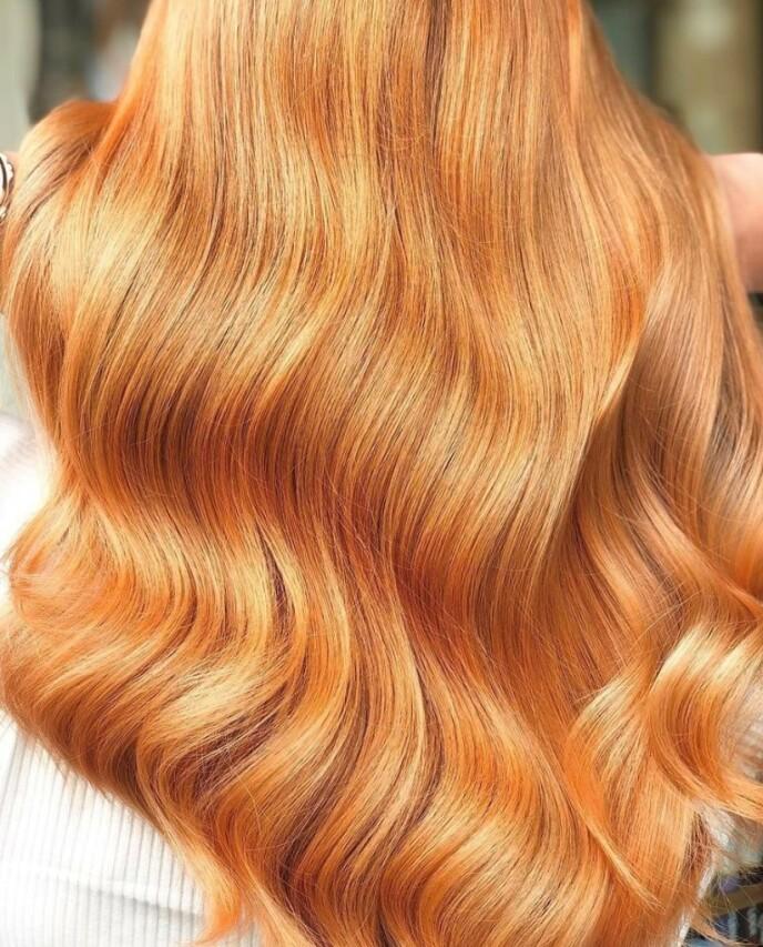 VARMERE TONER: I lang tid har kalde toner i håret vært det hotteste, men nå spør flere og flere kunder om varmere nyanser. Foto: Birgit Flønes