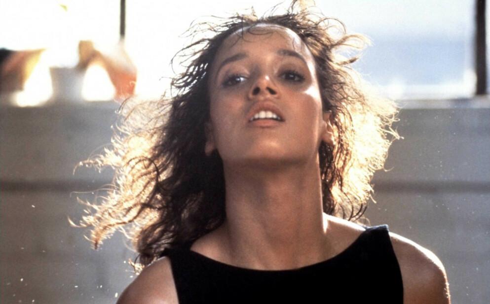 FIKK HJELP: Skuespiller Jennifer Beals brukte en «bodydouble», altså en slags dobbeltgjenger, i flere av dansescenene i «Flashdance». Deriblant franske Marine Jahan, turner Sharon Shapiro – og én til ... FOTO: NTB