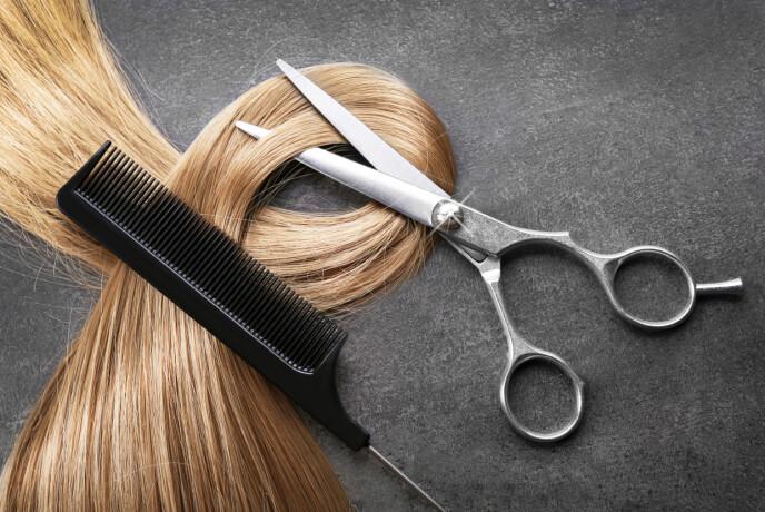 FASTE AVTALER: Langt hår skal klippes på en viss måte, så sørg for å finne en frisør som er god på dette. Foto: NTB