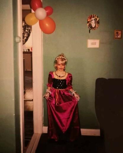BARNDOM: Katrine har hatt en tøff barndom. Foto: Privat
