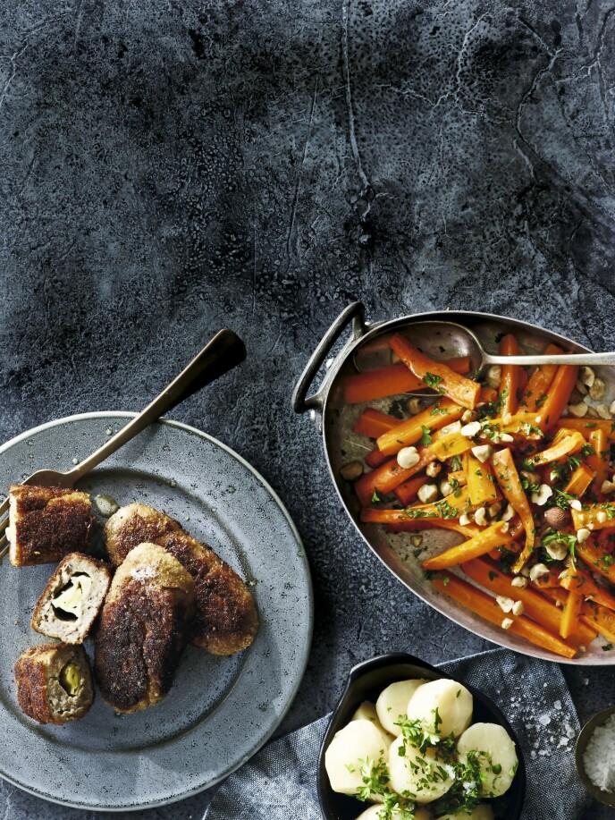 Start uken med en skikkelig god middag med purrefylte medisterkaker, kokte poteter og ovnsbakte gulrøtter. FOTO: Line Falck