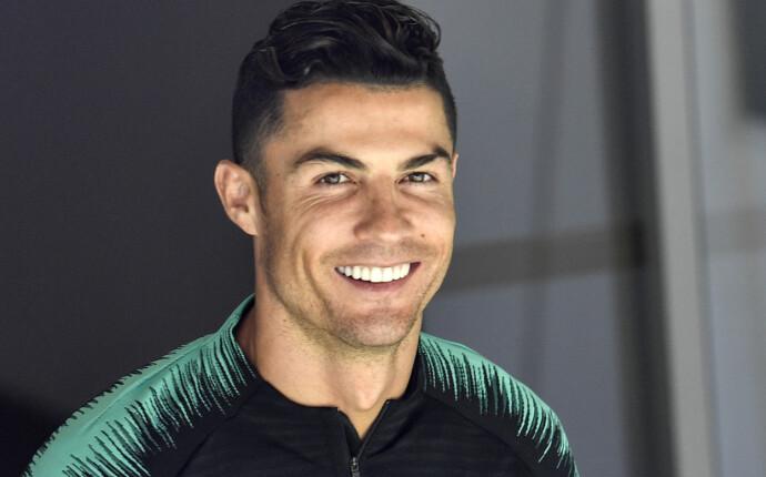 POPULÆR: Cristiano Ronaldo er innehaveren av Instagrams mest fulgte konto. Fotballstjernen kan visstnok få nærmere en million dollar, som tilsvarer i overkant av åtte millioner norske kroner, for én reklamepost på bildedelingstjenesten. FOTO: NTB