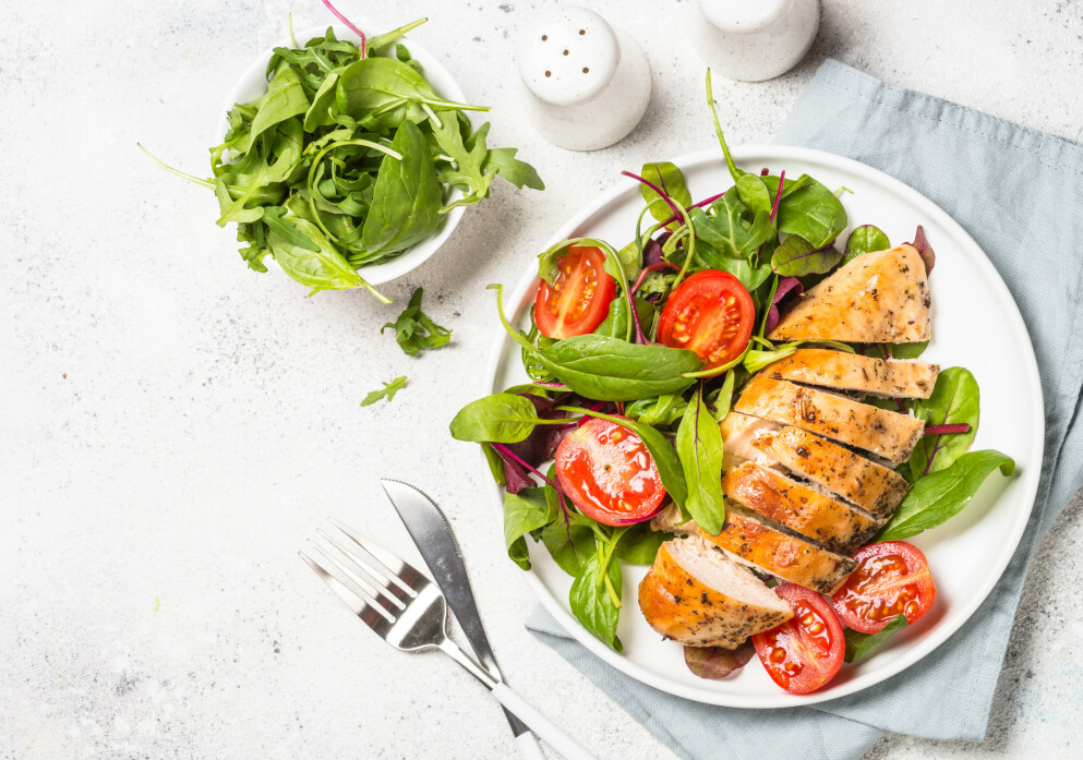 GRØNNSAKER: Ifølge ekspertene er et stort inntak av grønnsaker en god måte å regulere vekten på. Spis gjerne opptil en kilo hver dag så lenge det er plass til andre næringsrike matvarer i tillegg. FOTO: NTB