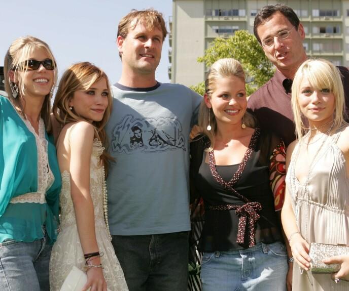 ANNO 2004: Deler av Under samme tak-gjengen fotografert i 2004. Fra venstre: Jodie Sweetin, Mary-Kate Olsen, Dave Coulier, Candace Cameron Bure, Bob Saget og Ashley Olsen. FOTO: NTB