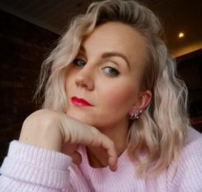 EKSPERTEN: Seniorstylist og fargespesialist Vilde Johannessen har tidligere tipset KKs lesere om hårtap etter fødsel, og hvilke grep man kan ta for bedre hårkvalitet. FOTO: Vaar