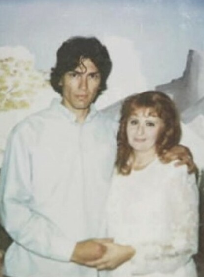 BRYLLUPSDAGEN: Richard Ramirez og Doreen Lioy giftet seg i 1996. FOTO: Twitter/YouTube