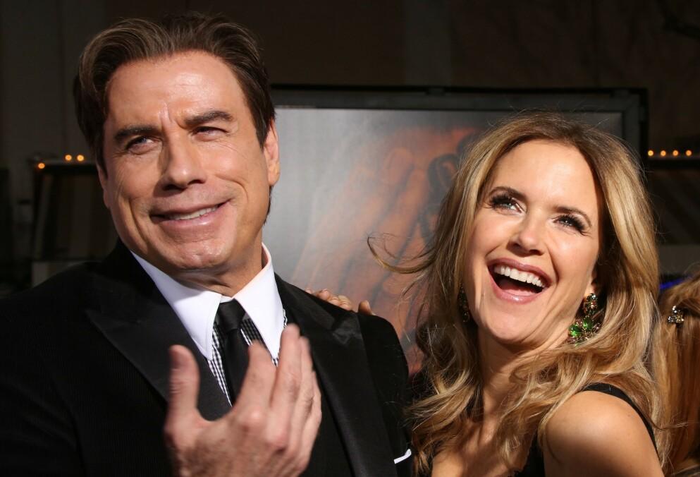 SAMMEN TIL SLUTTEN: John Travolta med sin avdøde kone Kelly Preston på premieren av Netflix-serien «The People v. O. J. Simpson: American Crime Story». Her spilte Travolta advokaten Robert Shapiro. FOTO: NTB