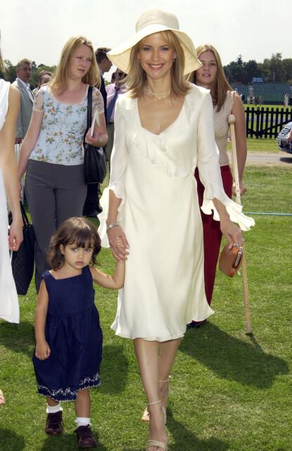 MOR OG DATTER: Ella med mamma Kelly på en tilstelning i 2002. I fjor måtte ungjenta ta farvel med moren for godt. FOTO: NTB