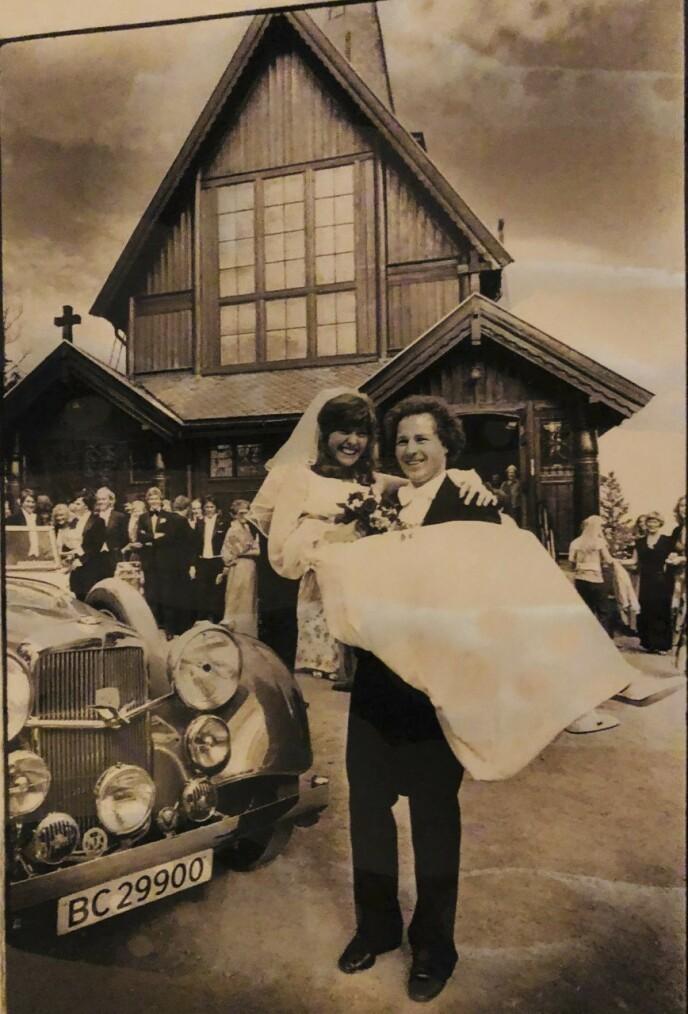 Hanne og Trygve giftet seg i Holmenkollen kapell i 1979. FOTO: Privat