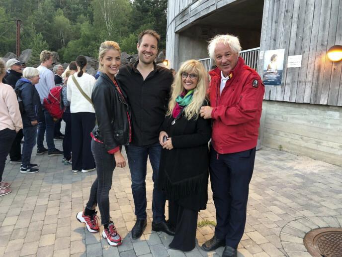 Hanne og ektemannen Trygve sammen med sønnen Sverre og svigerdatteren Cecilie. FOTO: Privat