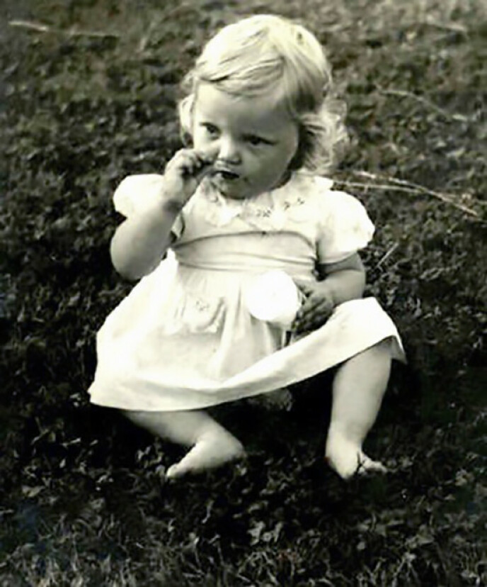 En ung Hanne Krogh hjemme på Lambertseter. FOTO: Privat