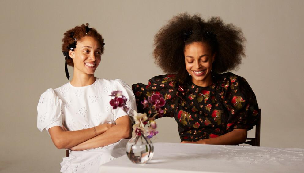 SIMONE ROCHA: Den irske designeren er nestemann ut til å designe en kolleksjon for H&M. Adwoa og Kesewa Aboah (avbildet) er blant modellene som fronter kampanjen. Foto: H&M