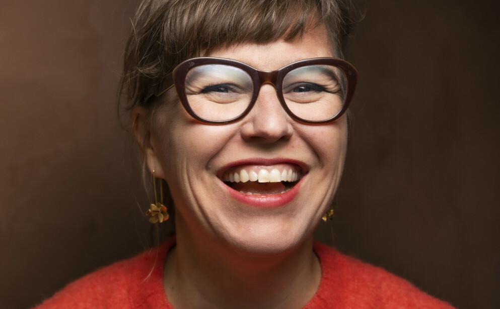 HATET MAGEN SIN: Forfatter Hilde Østby brukte mye tid og krefter på å skjule magen sin, slik klarte hun å endre det negative tankemønsteret. FOTO: Kagge Forlag