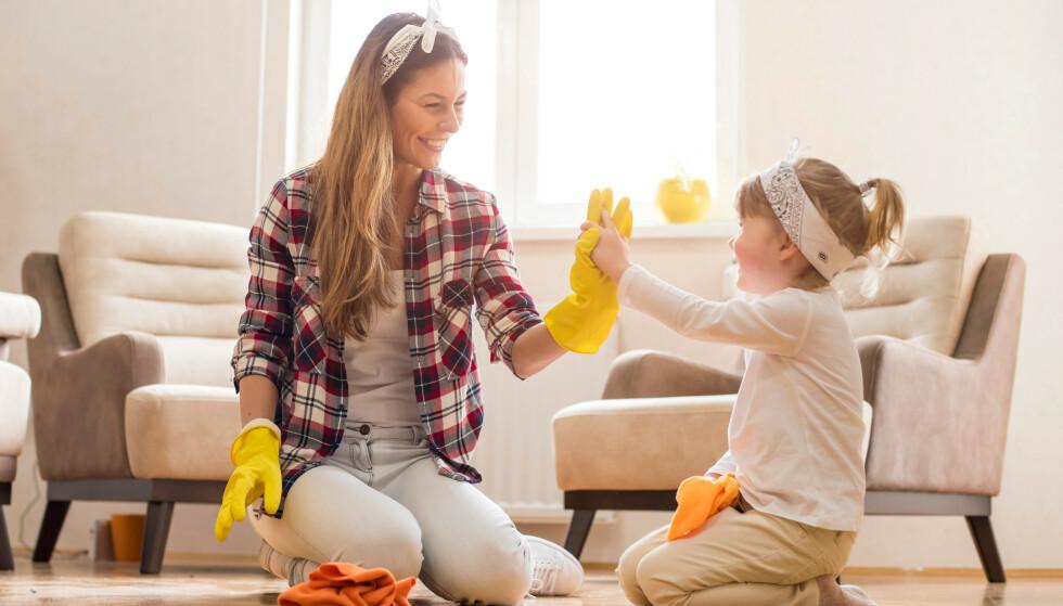 HUSVASK: Det beste er ifølge eksperten å holde hele hjemmet rent ved å vaske litt hver eneste dag, men om du ikke klarer det kan det være lurt å fokusere på disse områdene. FOTO: NTB Scanpix