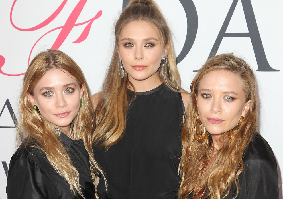 SØSKENLIKHET: Ashley Olsen, Elizabeth Olsen og Mary-Kate Olsen fra CFDA Fashion Awards i , New York i 2016. Ved første øyekast tok vi dem for å være trillinger. FOTO: NTB