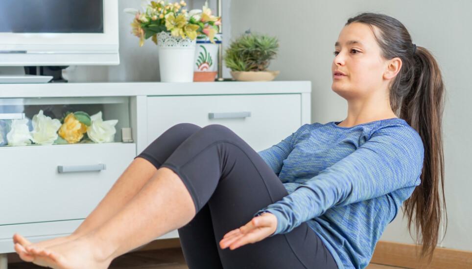MAGETRENING: Vi trener ikke magen for å få flat mage, men for å styrke kjernen. FOTO: NTB