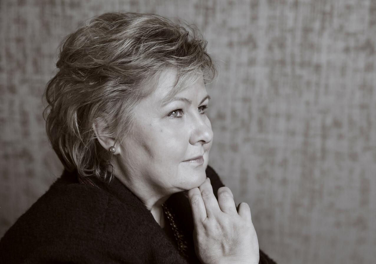 REFLEKSJONER: Statsminister Erna Solberg reflekterer over de siste seks tiårene i samtale med KK. FOTO: Yvonne Wilhelmsen