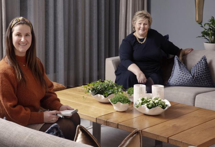 HJEMME HOS: KKs journalist Malini Gaare Bjørnstad møtte statsminister Erna Solberg - med god avstand - i representasjonsdelen av Statsministerboligen i begynnelsen av januar. FOTO: Yvonne Wilhelmsen
